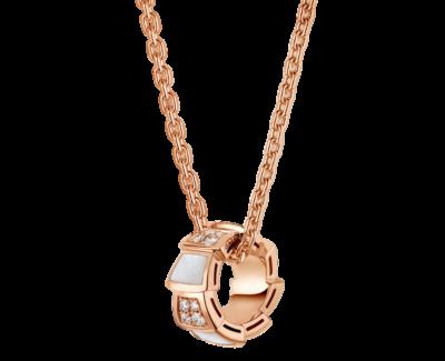 Bulgari Serpenti Viper Halskette aus 18 Karat Roségold mit Perlmutt-Elementen und Diamant-Pavé auf dem Anhänger